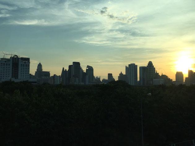 めっちゃ都会のバンコク!こんな景色は見た事が無かったな・・・素敵。