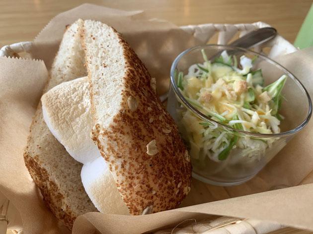 パンもカリカリで美味しいのですが、それに挟んであるマシュマロ最高。