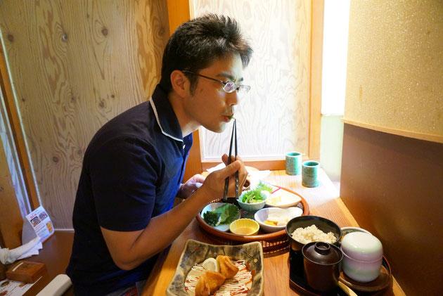 ガーデンドクター柴ちゃん。ばくばく食べ進めます!!サボテン御膳美味い。