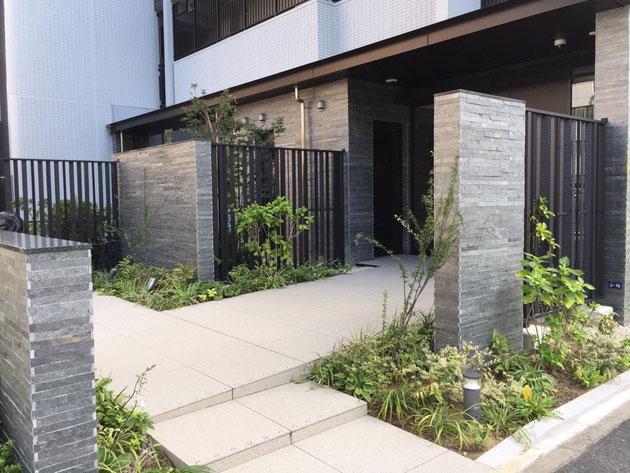素敵なマンションエクステリア。最近はマンションのエクステリアもデザインに凄い力が入っていると思います。