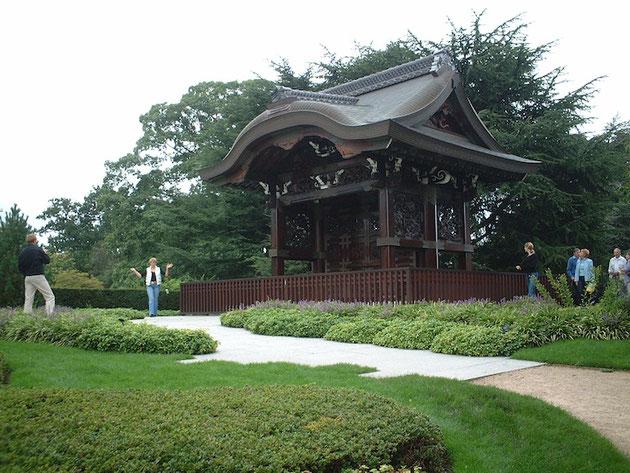 西本願寺の唐門の4/5版があるキューガーデン