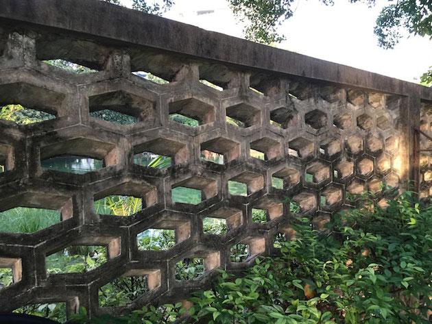 タイで見つけた素敵なコンクリートブロックの塀。これは日本に無い!!!