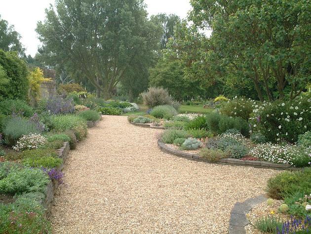 ベスチャットガーデンの砂利の庭。砂利はベージュ。