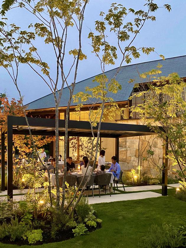 YKKAPエクステリアスタイル大賞2020で全国金賞のガーデンパーティを楽しむ庭