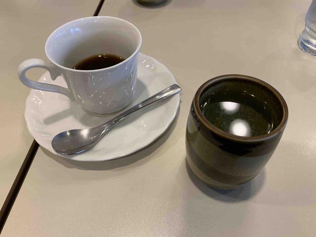 モーニングを食べ終わった後すかさずお茶がサーブされます。