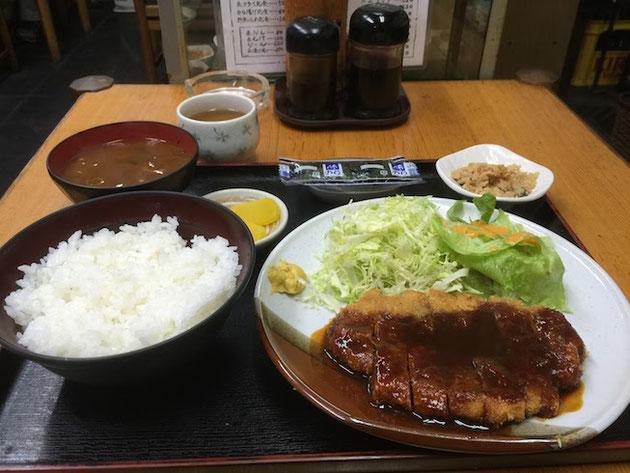名古屋っ子の命である味噌がかかった味噌カツ定食。これで640円!!!最高すぎる!!!
