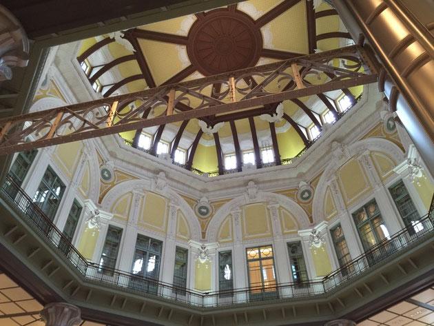 東京駅の丸の内南口改札の天井。風格ある佇まいに思わずパシャリ!