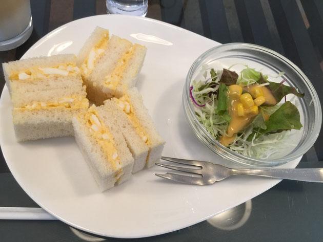 サービスモーニングの玉子サンド。奇麗なサンドイッチは見た目もGood!!