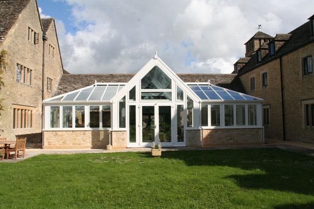 イギリスのマナーハウスにあった温室のようなグラスハウス