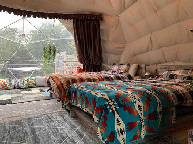 広いドーム型のテント!フカフカのベット!でも自然を感じる!!!