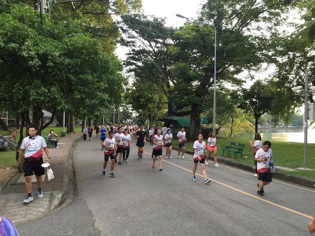 凄い数の人が走っている!タイではマラソンブームなの?