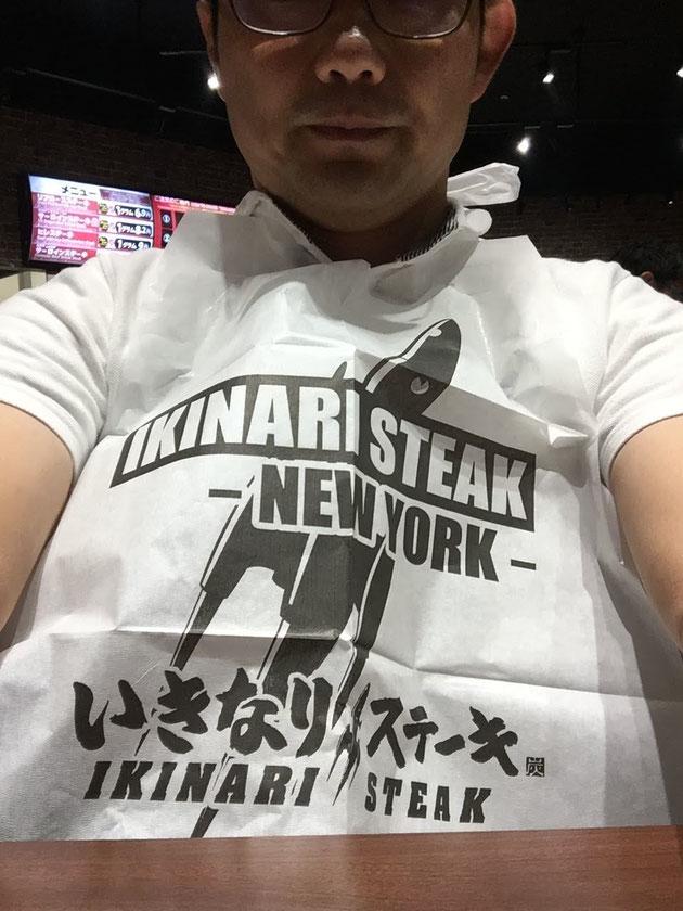 しっかり紙エプロンを付けていざ実食!!!