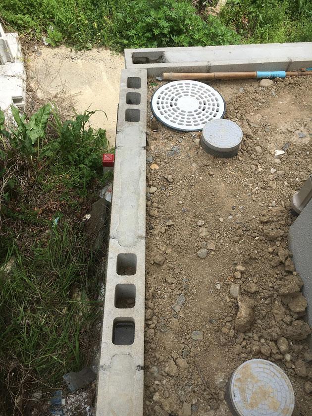 工事前の写真。既存のブロックがすでに積んでありました。