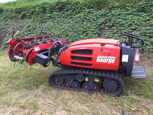 川原で見つけた凄い芝刈り機。いや、ブッシュカッターと書いてあるので芝刈ではないのか・・・