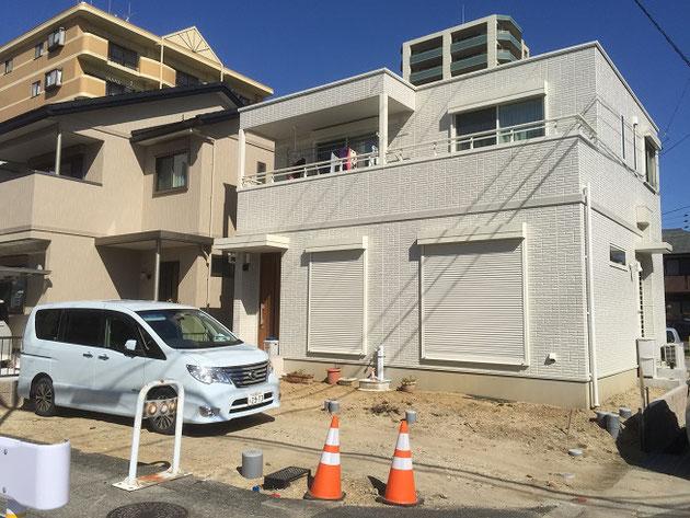名古屋市西区O様邸工事前の写真。南面はガードレールでふさがれています。