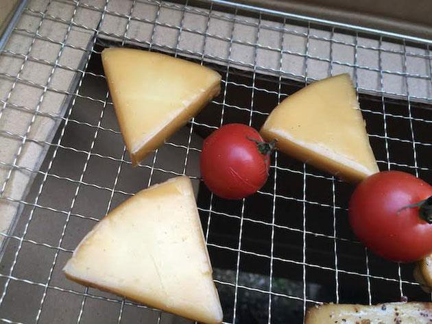 美味しそうな色をしたスモークドモッツアレラ!