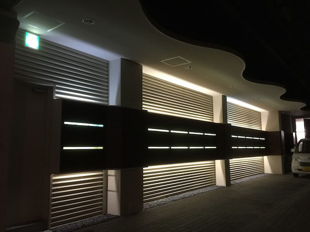 帰り間際に見た駐車場のライティング。ここまで見せ方を考えて設計するのも面白い。