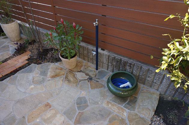 お客様に喜んでいただけた立水栓と排水。水受けの段差を設けないことで生まれるメリットはたくさんありました!