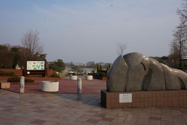 こちらが維摩池。公園として整備されているので遊びやすいと思います。お子様連れにもお勧めです!