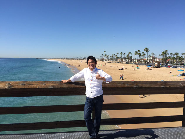 あまりのいい天気に思わず親指を立てる このランドスケープはアメリカ西海岸ならではの光景か?