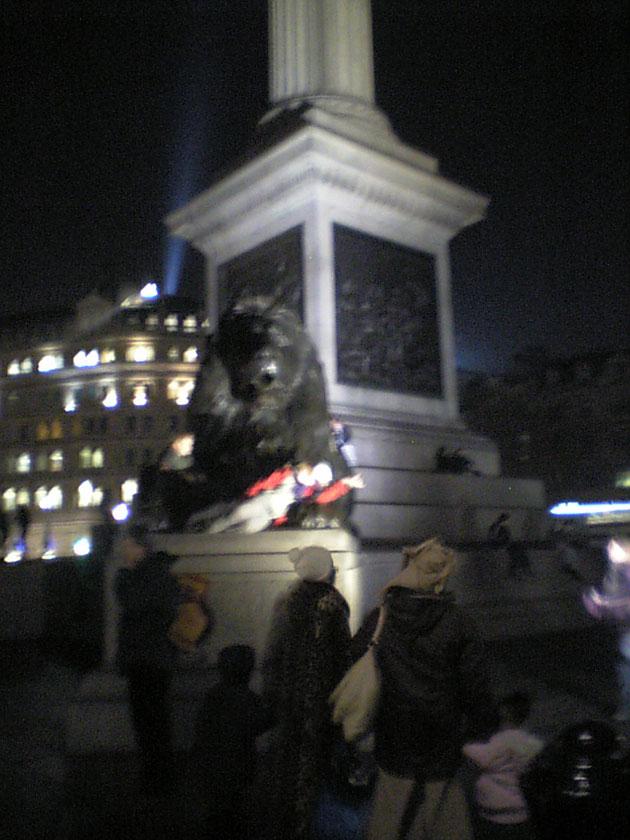 こんな大きなライオンがいる広場です。