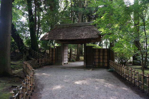 こちらが『仲の門』ここを抜けると次は偕楽園の顔である天下の名庭『好文亭』が右手に開ける。