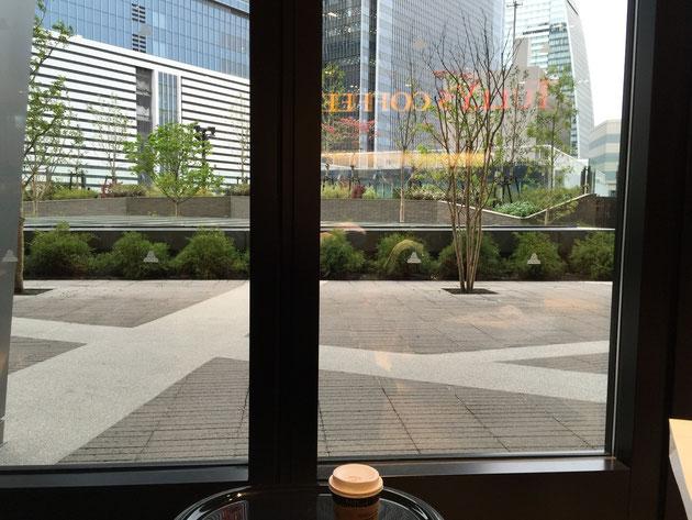 大名古屋ビルヂング5階スカイガーデンに面した場所にあるタリーズコーヒー。やはり最高の場所でした。