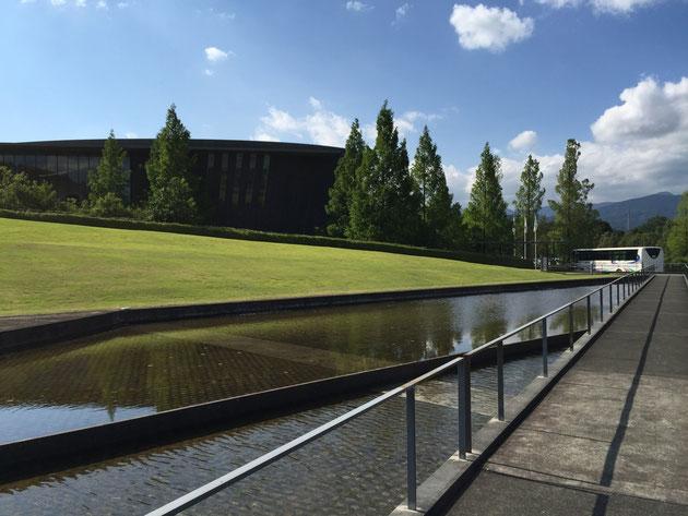 大きなスケールが印象的なアサヒビール神奈川工場。