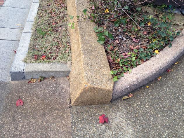 一見すると普通の花壇の枠だが、実は凄い技術で立ち上がり部分も洗い出し仕上げ