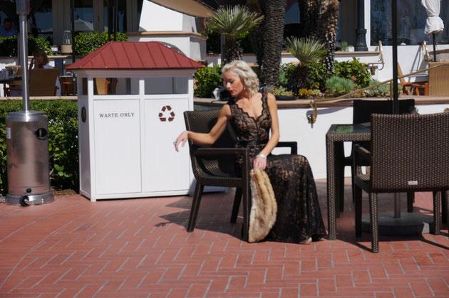 美しいモデルさんがポーズを撮っていました!さすが名門ホテル!!も、もんろー?