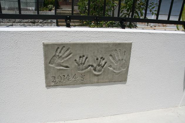 手形が壁に!これなら目立たないところにあるし、記念になりますね!