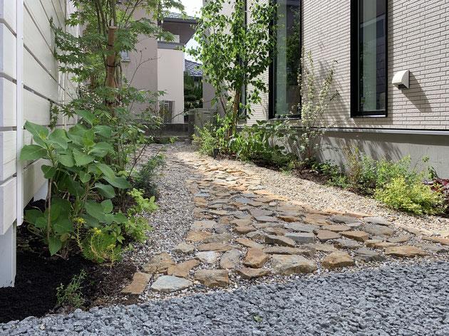 天然素材と植物で作った美容院から見えるお庭