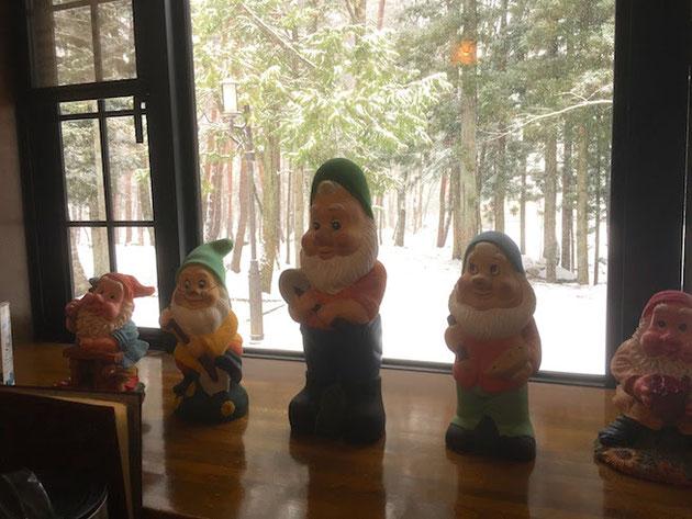 ガロさんの店内では7人の小人が暖かく迎えてくれた。