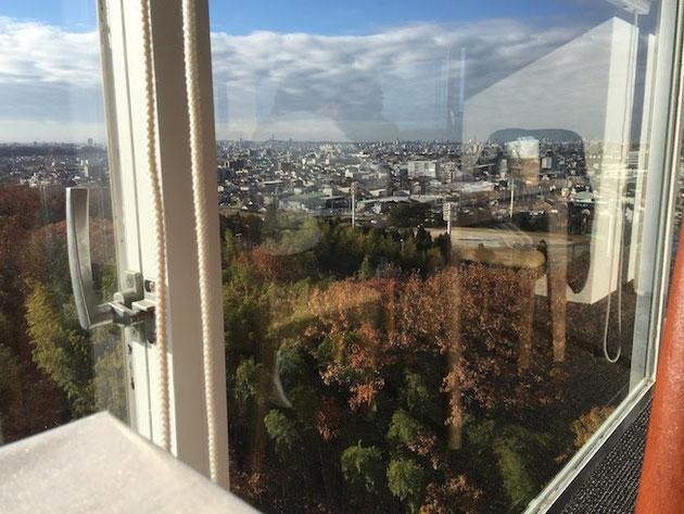 名古屋の東山の方が見えています。うーんいい景色!