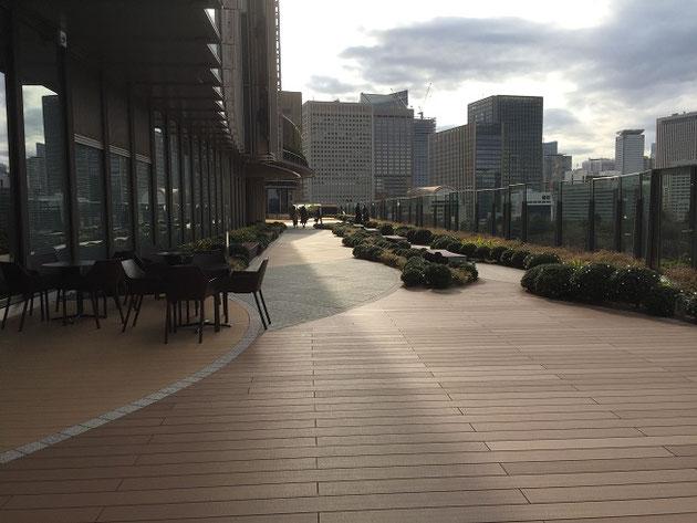目の前には日比谷公園。太陽の下で飲む珈琲は最高でした!