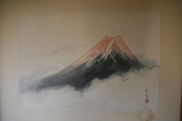 赤富士が書かれた襖。
