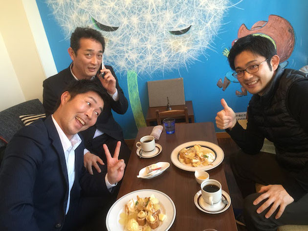 尾張旭市の庭カフェさんで懇親する経営者懇話会のメンバー