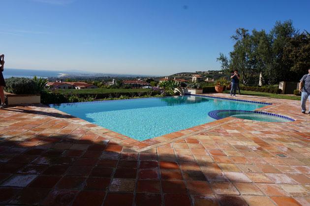 ザ・ホームリゾート!!!ロケーションは本当に大切ですね。カリフォルニアの太陽とプール。最高だがや!!!