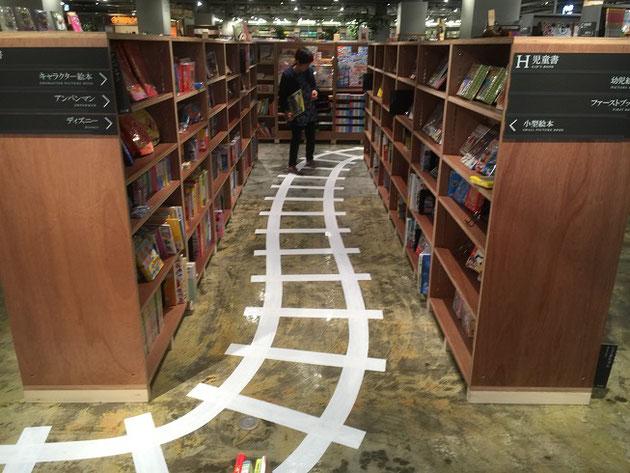 草叢書店では子供が本を読みたくなるような仕掛けもしてあります。