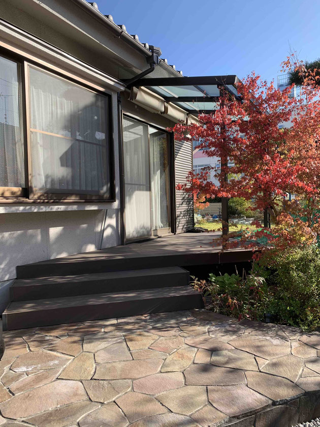 石張りテラスはジャワ鉄平。既存の和風お庭に合わせたコーディネートをしました。