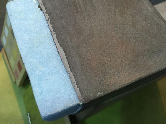 スタイロフォームの上に塗ってあるモールテックス。