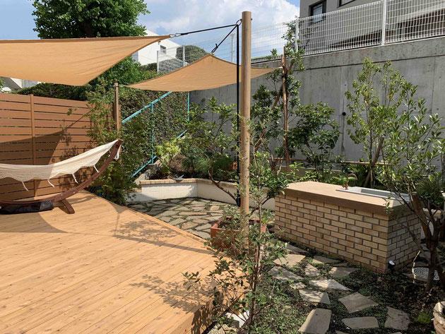 緑区で自然を生活に取り入れるガーデンキッチンのあるお庭を作らせていただきました!
