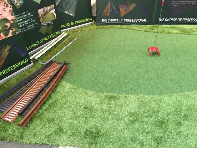 高級人工芝で出来たゴルフのグリーン 3種類の毛足の長さでグリーンを形作る