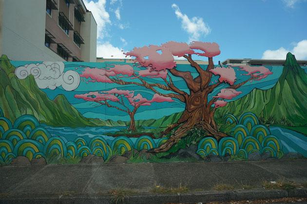 ハワイで路沿いに見つけた外壁。これは看板?それとも壁?