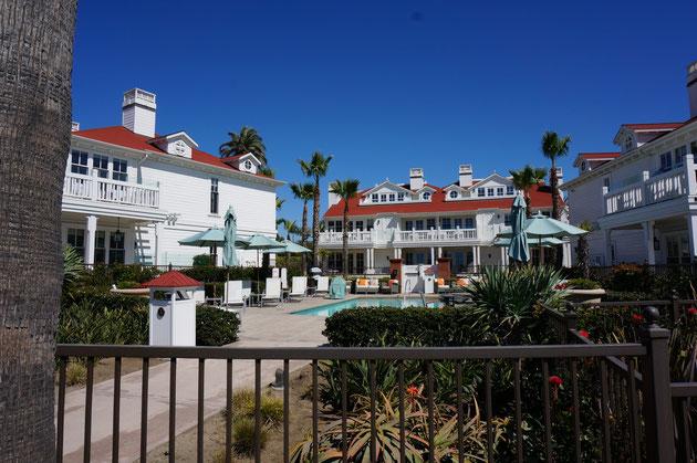 海沿いに立ち並ぶサマーハウス どこのハウスにもプールとジャグジーは必ず設置されていた