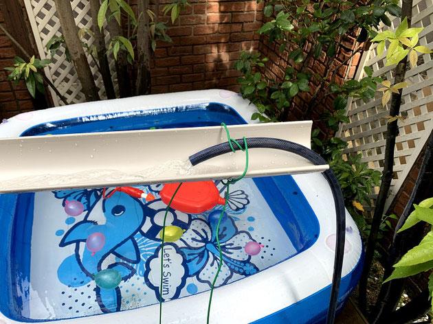 雨樋の先にワイヤーでホースを固定!水も自動でできる。高機能・・・