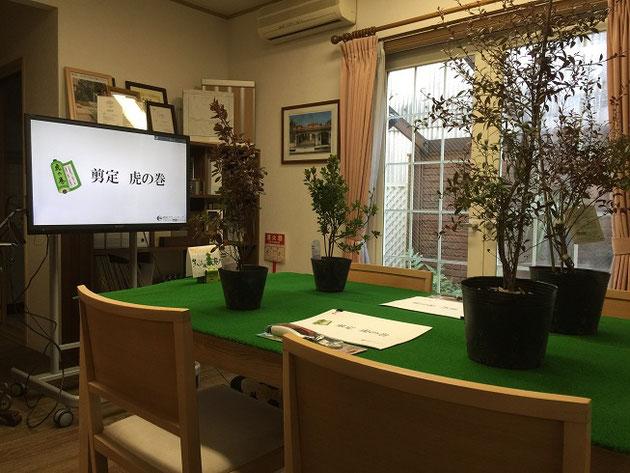 柴垣グリーンテックで開催した剪定講座の様子。