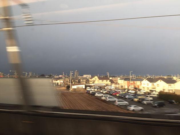 出発早々の岐阜辺りの空。凄い雪雲や・・・