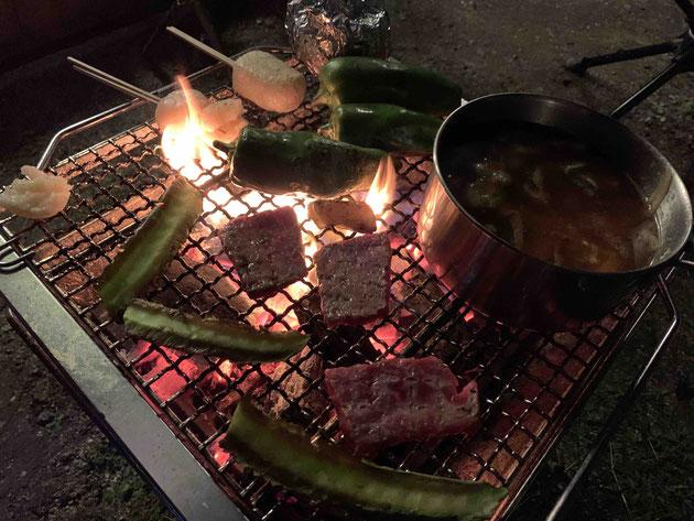 秋の夕方。庭BBQで自然を満喫!