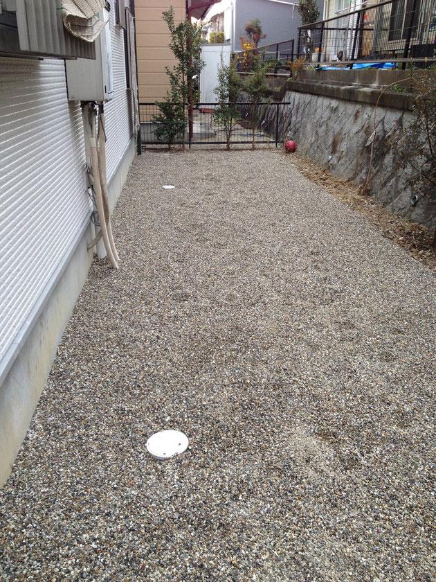 砂利が敷き終わり防草作業終わり